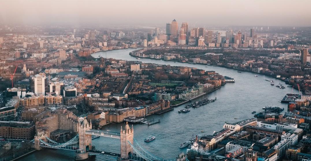london cityscape where people speak english