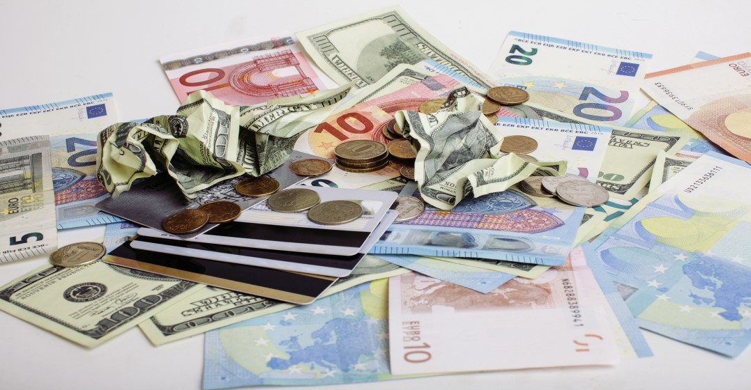 wenig geld verdienen englisch