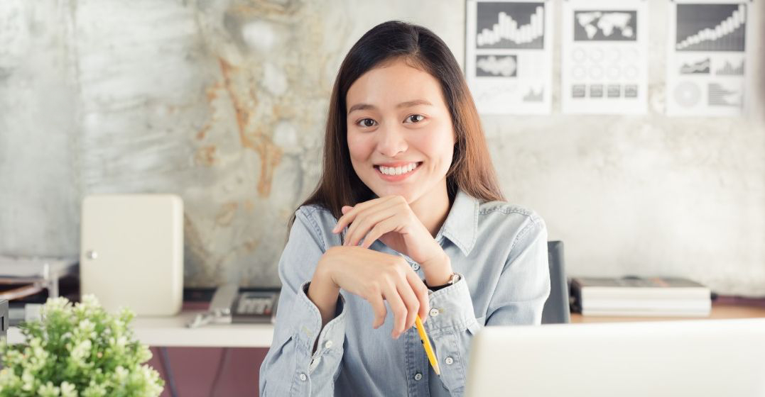 woman smiling as she is learning a language and it is boosting her mental health