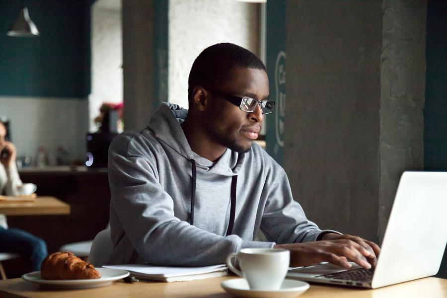 man-studying-german-on-laptop