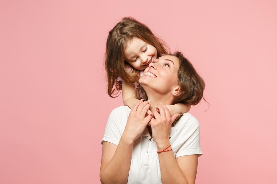 woman-daughter-bragging