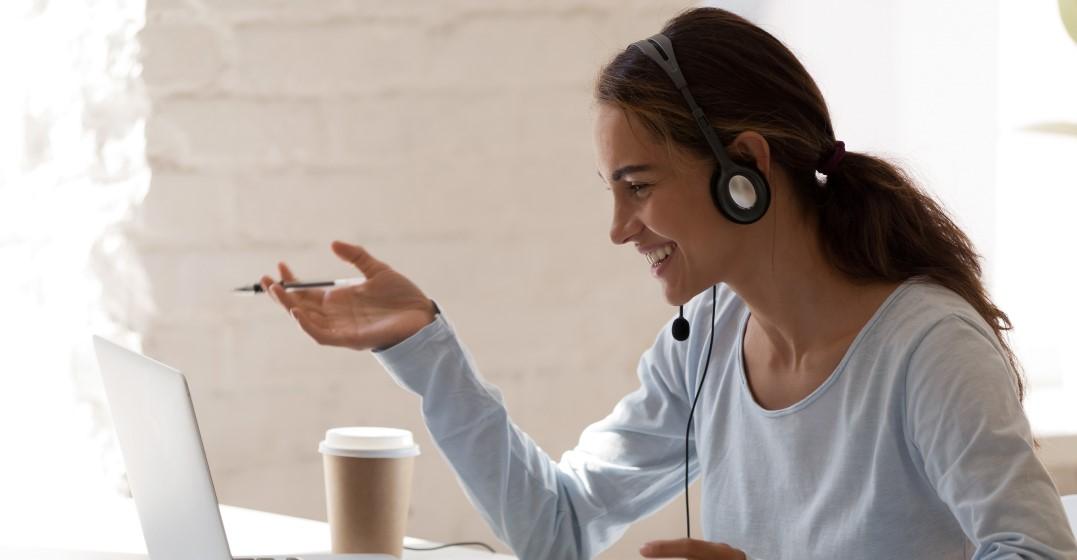 woman googling statistics about language learning
