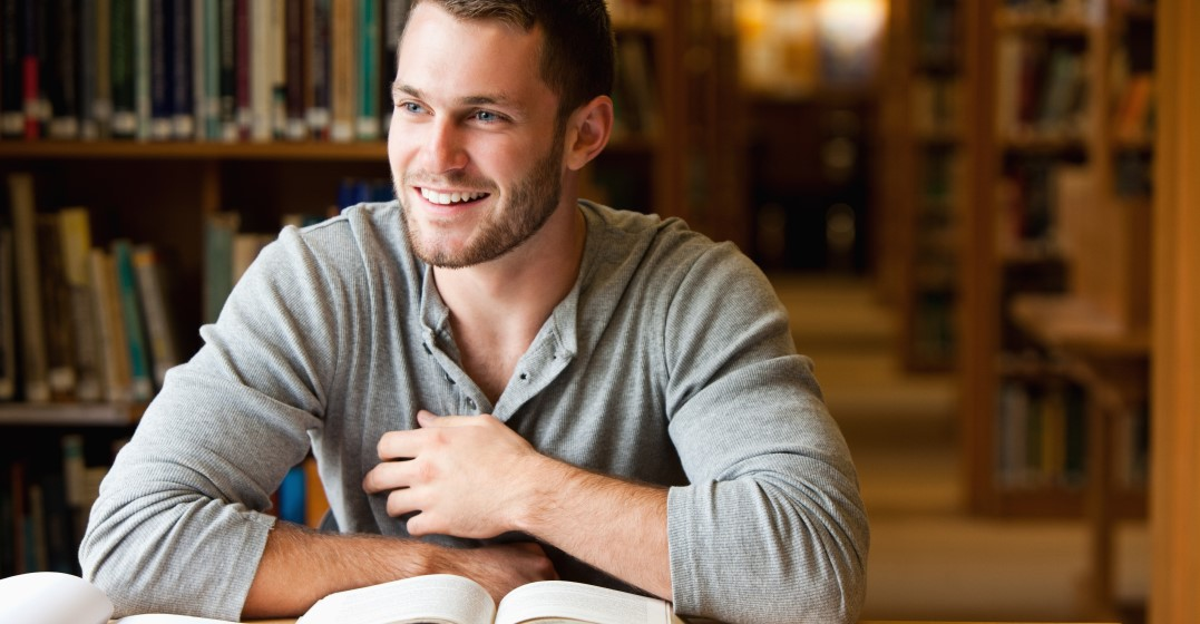man studying Top 20 most spoken words in Spanish