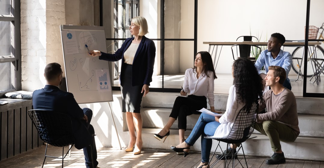 woman leading a team in a brainstorming session and being a great manager