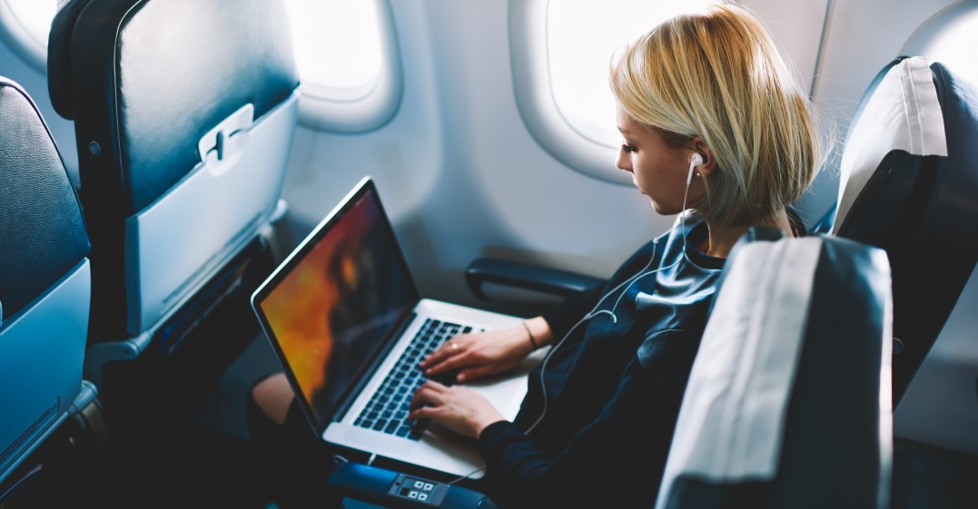 woman watching French youtube channels whilst on a flight