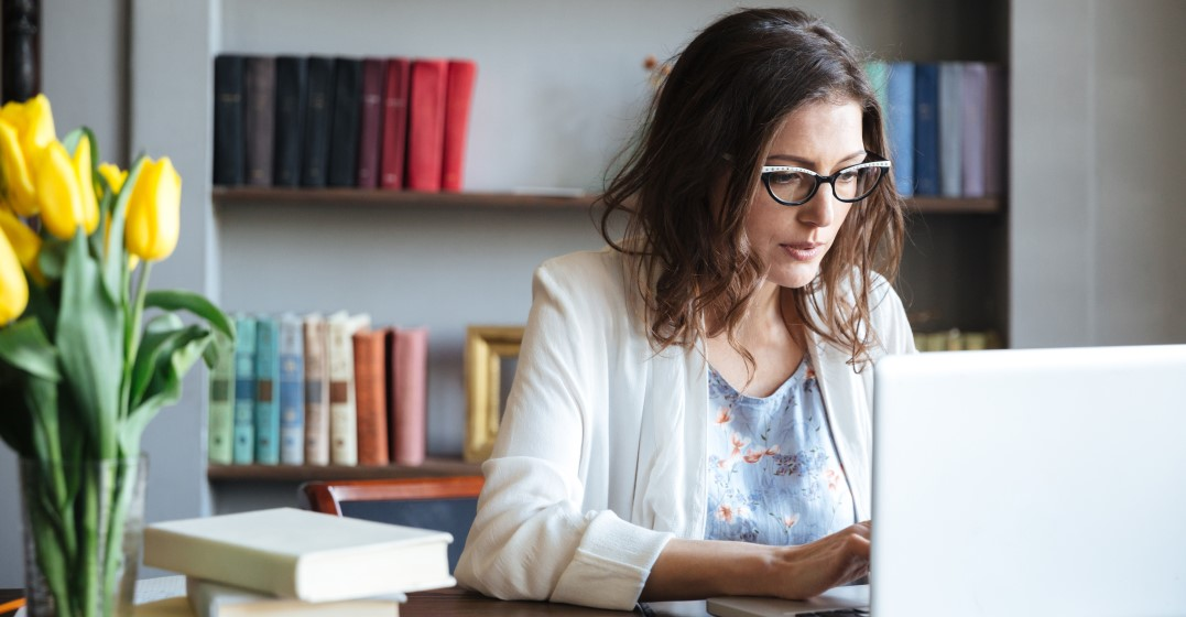 woman googling How to use countable vs uncountable nouns in English
