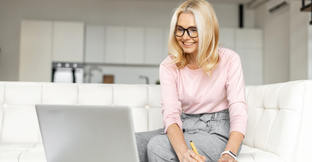 woman learning the Past Simple versus Past Continuous